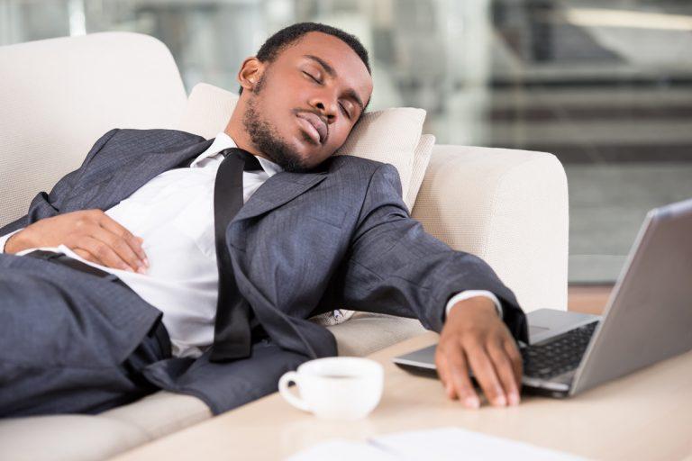 Dormire il pomeriggio allunga e migliora la vita