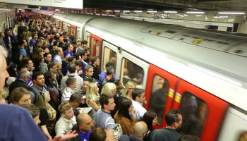 crowded_metro